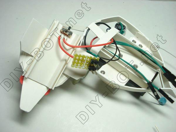 电路板焊与开关之间的导线焊接好.