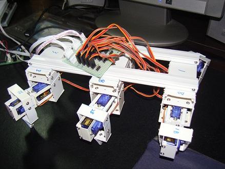 2013-8-31 23:28:16 终于能发照片了      所有器件,机器人,电路